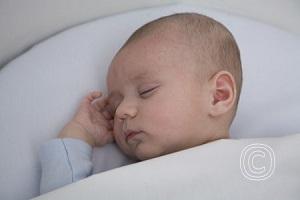 Hoe kun je een voorkeurshouding of afgeplat hoofdje voorkomen